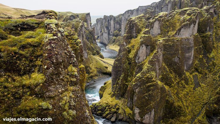 El Magacín. Fjaðrárgljúfur Canyon in Iceland