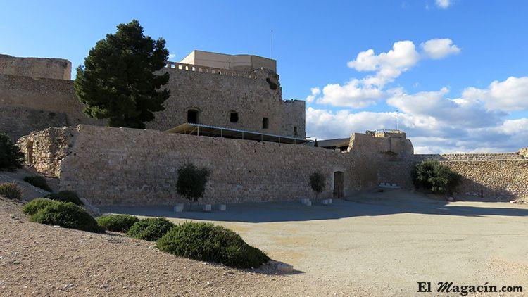 Terraza inferior castillo Miravet
