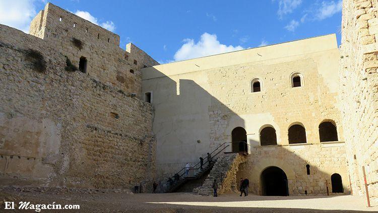 Patio de armas castillo Miravet