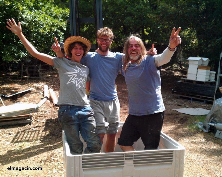 Pisando uva con Lulu y Mathias, voluntarios y amigos en Habitat, Orange, Australia