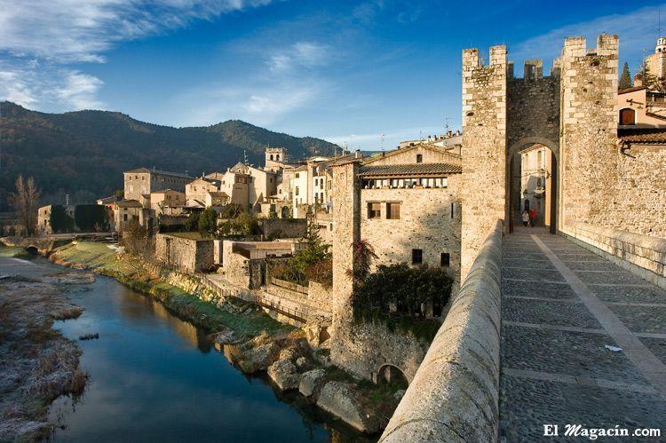 Besalú (Gerona/Girona). Seleccionado por El Magacín como unos de los pueblos más bellos de Europa.