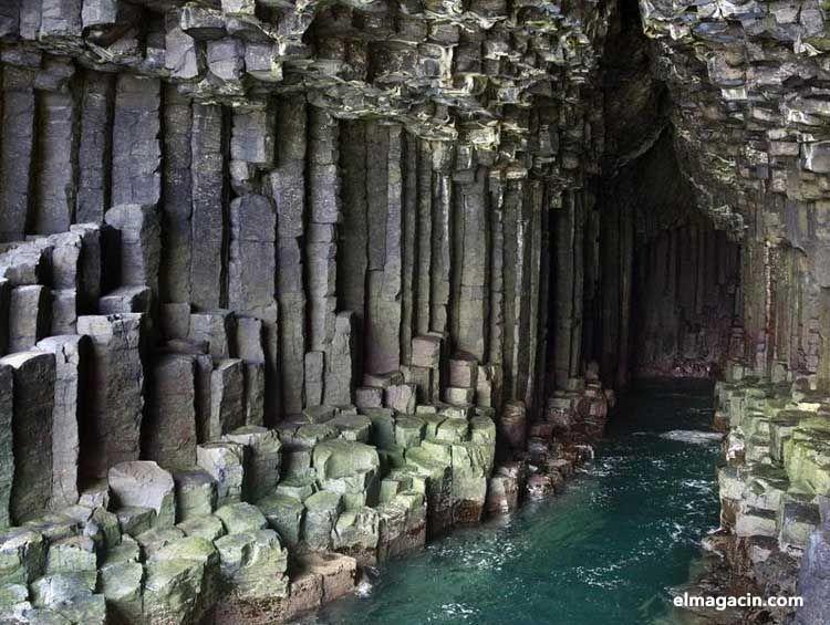 Cueva de Fingal en Staffa, Escocia