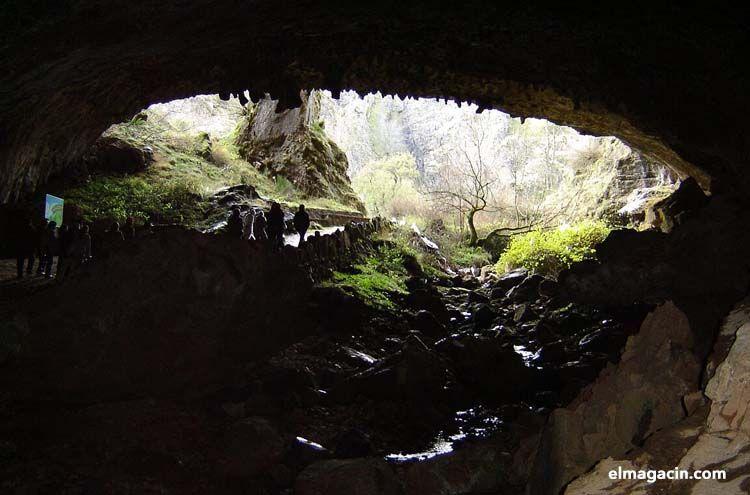 Cueva de Valporquero. León. España.