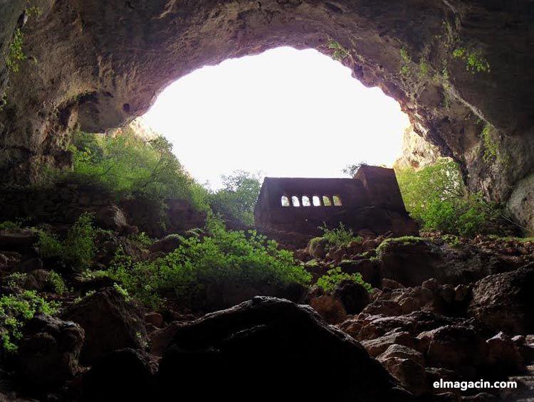 Cuevas del cielo y el infierno - Narlikuyu, Turquía
