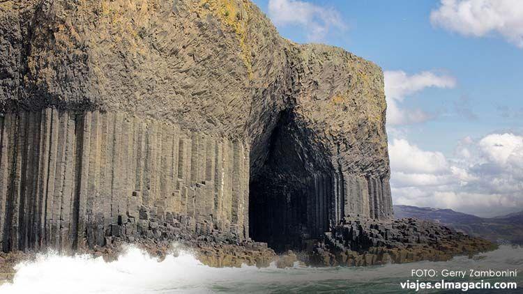 Fingal's cave Staffa Island Escocia
