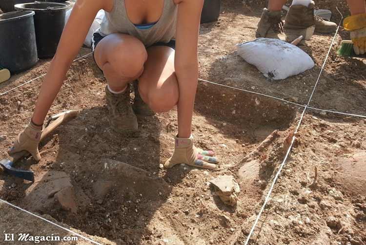 Escavación arqueológica en Perú. El Magacín.
