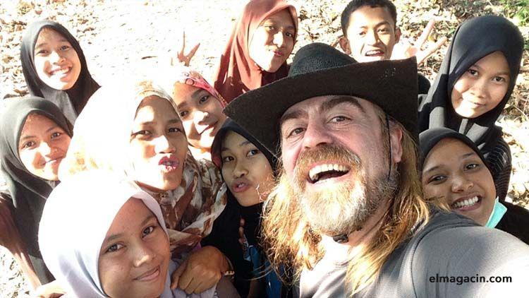 Alumnas de inglés de la academia en Belopa, Sulawesi, Indonesia