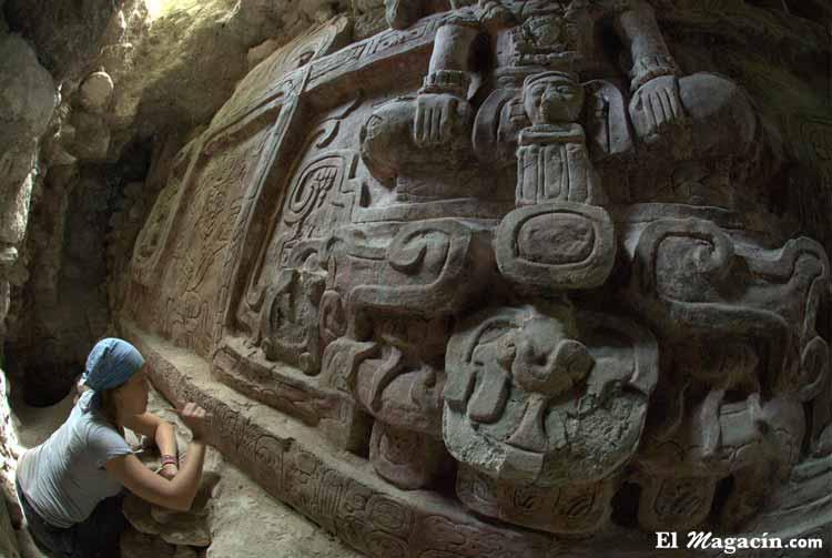Friso maya encontrado en 2013 en Guatemala.