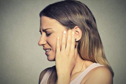 Pitido en el oído izquierdo o en el derecho. ¿Por qué me pita el oído?