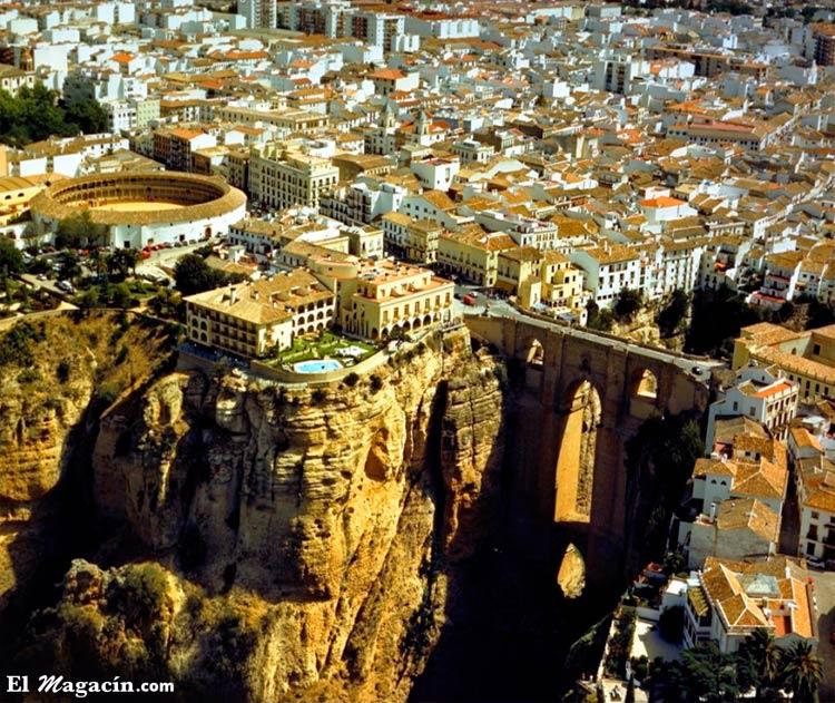 Ronda (Málaga). Tiene uno de los 20 pueblos más bonitos de España por sus impresionantes acantilados