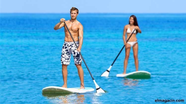 Deportes acuáticos. Stand Up Paddle o Surf a remo.
