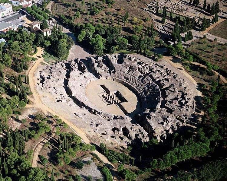 Anfiteatro romano de Itálica. La ciudad romana más antigua de España