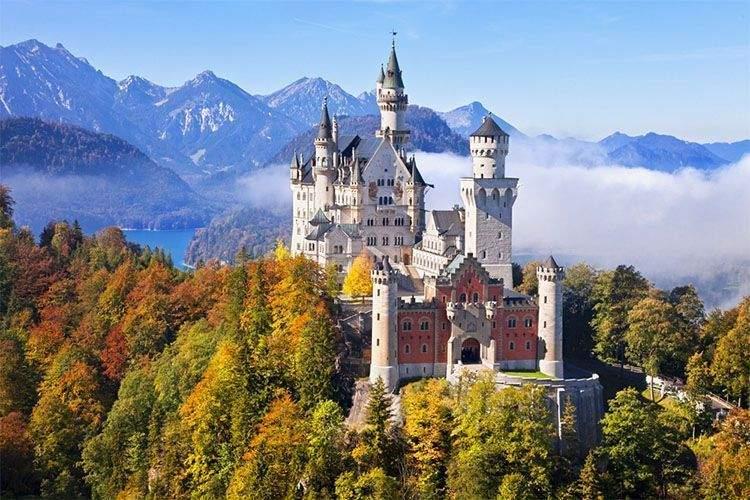 Castillo del Rey Loco en Baviera. Los reyes más locos de la historia.