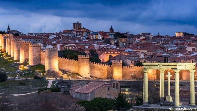 Catedral de Ávila y Muralla de Ávila. Vista general desde los Cuatro Postes