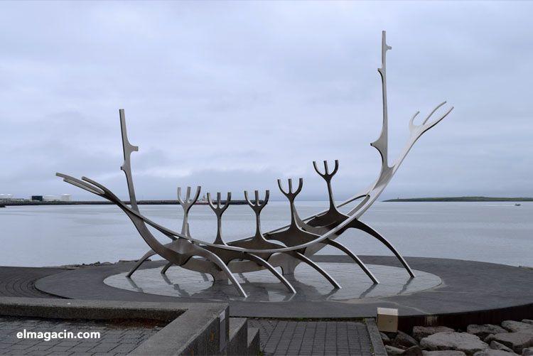 Sólfar. Escultura de barco vikingo. El Magacín.