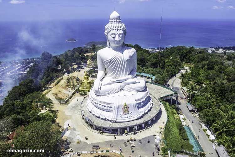 Estatua de Buda gigante en Tailandia. El Magacín