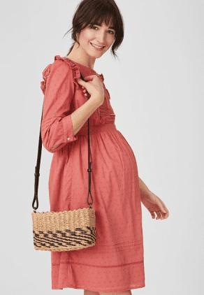 Vestido de embarazada de color rojo rosado
