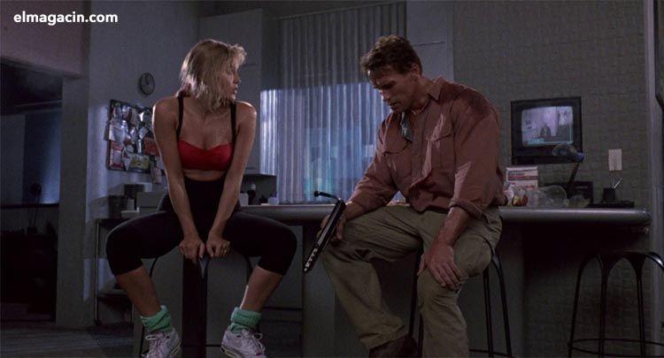 Zapatillas de Desafío Total de Sharon Stone. El Magacín.